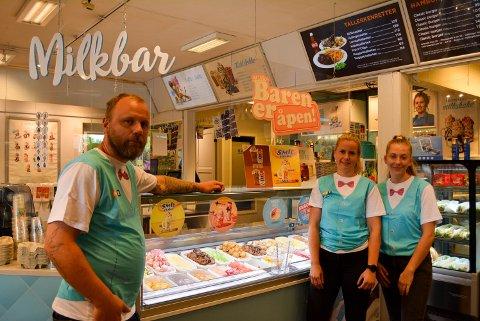 MILKSHAKE: Haldenserne er glade i milkshake, og benytter seg av milkshakebaren på Mix Tex Pizza'n. Fv. Roger André Gjerstad-Olsen, Linndis Olsen og Hedda Sofie Sem-Strøm.