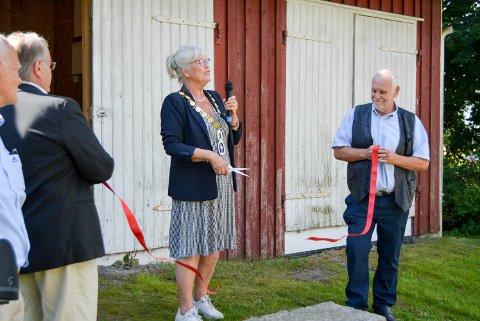 STAS: Ordfører Anne-Kari Holm syns det var stor stas å få lov til å åpne museumsmagasinet på andre siden av veien, for Rokke kirke.