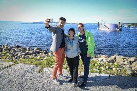 STUPESELFIE: Abid Raja tok stupetårnselfie med Venstres ordførerkandidat i Hamar, Live Giset og førstekandidat i Stange, Mirjam Engelsjord. Foto: Jan M. Frengstad