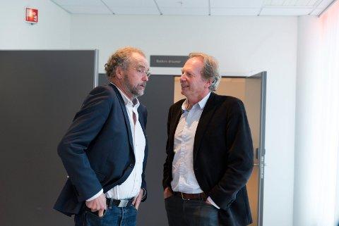 Her fylkesmann Lars Sponheim og ordførar i Jondal, Jon Larsgard.