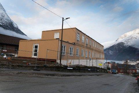 I byggjetida for ny sjukeheim i Eidfjord skal sjukeheimen ha kapasitet for 18 bebuarar. Alle får rom i austfløya, som er den tredelen av den gamle sjukeheimen som skal stå att i anleggsperioden, og som først vert riven når første del av den nye er klar for innflytting. I brakkeriggen kjem mellom anna kjøken og opphaldsrom.