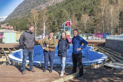 I 2019 møtte HF Dag Instanes, Anita Meling Meland, Inga Måkestad og Lars Instanes 14. april. Dei var då i innspurten til sesongopninga i Mikkelparken. Denne sesongen er håpet å få til ei opning med tilpassingar 20. juni.