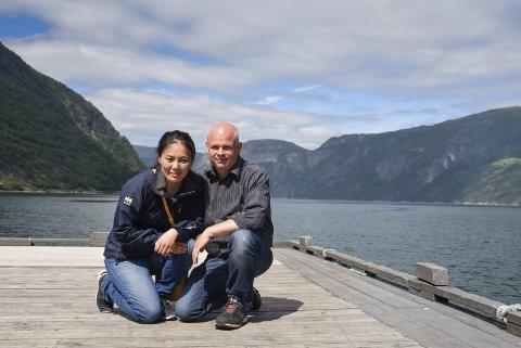 Eidfjord: Lina og Tom Erik Landberg er fortvila over å ha fått ein konkurrent dei meiner får operera etter andre vilkår enn dei.
