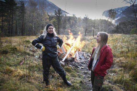 – Erfaring etter tre års drift er at me lukkast med å få folk i arbeid, seier Linn Helge Bua Ålgård og Ane Sleire.