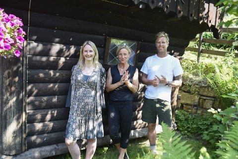 Kunstnerisk lederduo Therese Birkelund Ulvo og Gunilla Süssmann sammen med daglig leder AK Glück-Teigland.