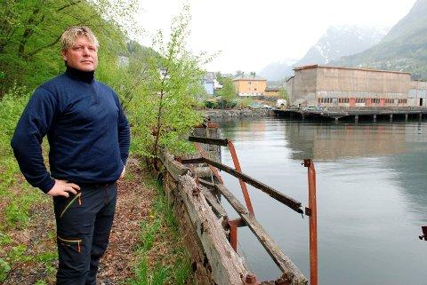 Fikk ikke bygge: Lars Laate like ved importkaia. Fra HF. 11. mai 2011.