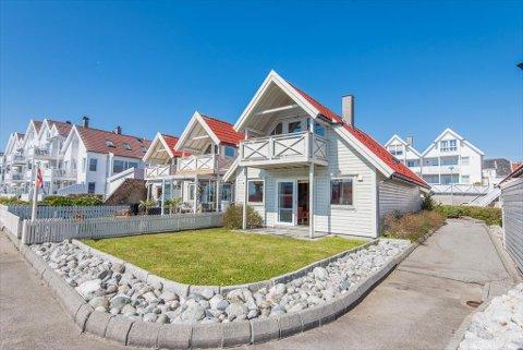 Denne boligen på Hasseløy ble i dag solgt for 5.050.000 kroner. Prisantydningen var på 4.000.000 kroner.