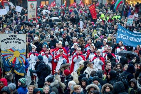 En rekke paroler kunne ses under 8. mars-markeringen på Youngstorget i Oslo. Foto: Berit Roald / NTB scanpix