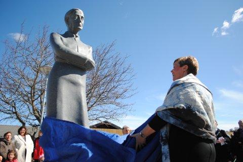 I fjor: Fartein Valen-statuen ble avduket av stortingsrepresentant Hege Haukeland Liadal i april 2016. Foto: Daniel Niazi