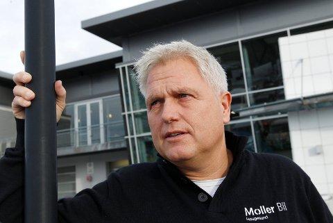 INVITERER: Kurt Eskevik inviterer menn til bilbutikken sin, i samarbeid med Røde Kors.