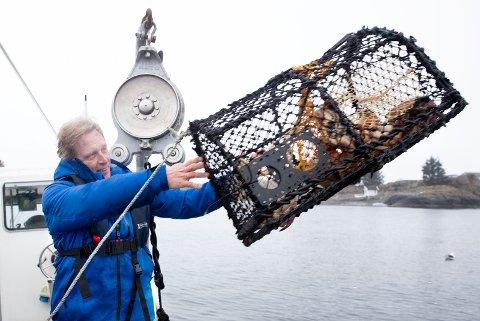 Karmøy 24042018  Skudeneshavn. Krabbefisker Sig. Hansen lanserer Captain Sig´s krabbeagn Kaster ut krabbeteine.
