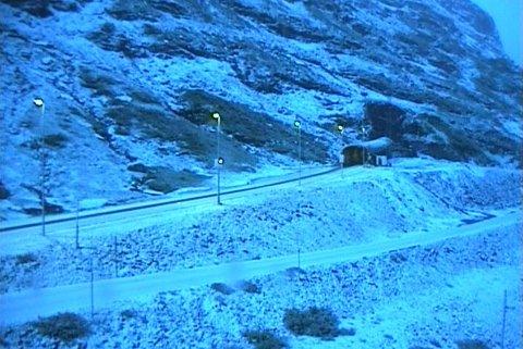 E 134: Det er stedvis snødekke på E 134 Haukelifjell fredag morgen.