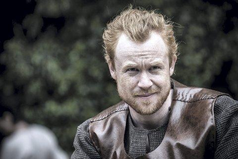 MOSTRASPELET: Rolf Kristian Larsen spiller Olav Haraldsson i «I slik ein natt».