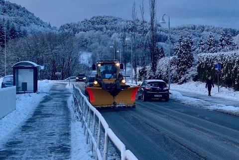 BLIR LIGGENDE: Snøen som kom blir sannsynligvis liggende i mange dager framover.