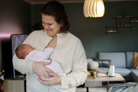 EN NY SJEF: At graviditeten skulle påvirke antall oppdrag, hadde ikke  eiendomsmegler Hege Lund Madtsen regnet med. I januar ble hun mamma til lille Frøya.