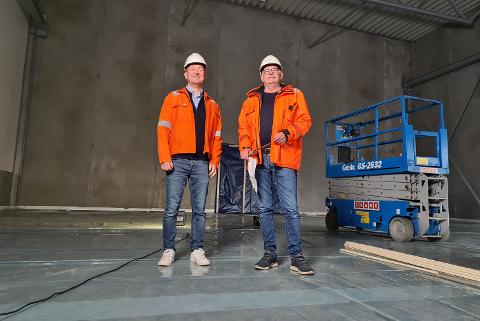 NYTT SENTER: Driftsleder i WCL, Bjørn-André Haukås sammen med administrerende direktør Karl Johan Jentoft (t.h).