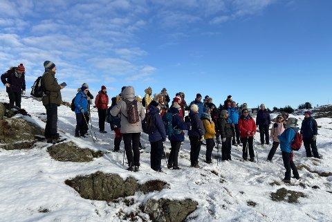 PÅ TUR: Over 30 damer på tur på vestsida av Karmøy.