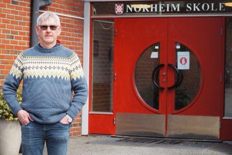FÅR STØTTE: Rektor ved Norheim skole, John Geir Knutsen har varslet Statsforvalteren om situasjonen ved skolen.