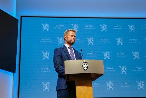 Helse- og omsorgsminister Bent Høie under onsdagens pressekonferanse om koronasituasjonen.