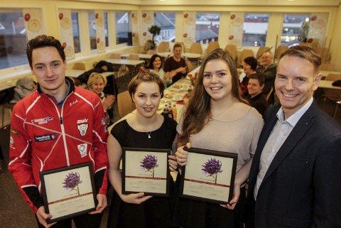 Stipend:  Jesper Abelsen Andreasen (18), Sanne Linea Vold (18) og Lotte Lise Leknes (20) fikk stipend av Dag Hugo Heimstad i Helgeland Sparebank.  FOTO: PER VIKAN