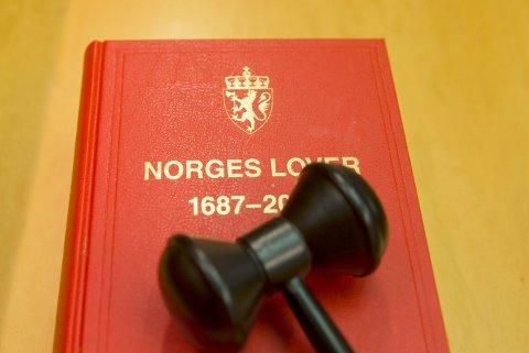 Oslo  20160201. Stadig flere dømmes i det norske rettsvesen. Norske lover danner grunnlaget for hvordan den straffedømte blir dømt. Norges lover 1687-2014.