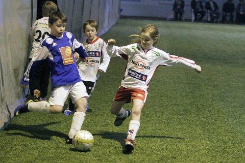 TRE DAGER: Det blir fotball tre dager i en rekordstor Helgeland Sparebank Cup i helga. Her ser vi MIL G9-1 mot Halsøy G9-1 for et par år siden. Foto: Morten Klaussen