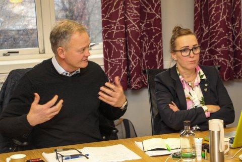 UENIG: Jørn Clausen (H) og Carola Karl Urvik (V) er på hver sin planet når vindkraft er tema.