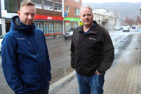 Rune Krutå (t.v) og Bjørn Larsen holder fast ved det politikere  sør for Korgfjellet har sagt i flere år allerede. Nemlig at en ny flyplass i Rana ikke gagner  andre enn Rana.