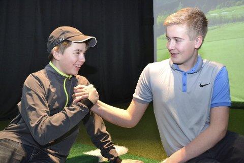 DUELLERTE: Chris Johan Larsen (13) og Johannes Betsi (14) kjempet om den gjeve tittelen. Johannes tok seieren.ALLE FOTO: KENNETH STRØMSVÅG