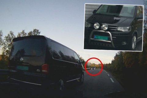 Mandag for to uker siden tok denne bilen en forbikjøring som ble karakterisert som «livsfarlig». Nå mener vitner å ha funnet den i Alta. (Foto: Skjermdump/privat).