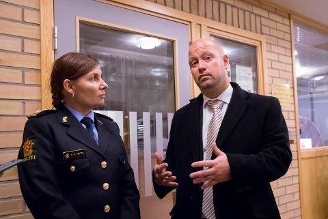 Justisminister Anders Anundsen (Frp) besøkte Finnmarks politimester Ellen Katrine Hætta onsdag for å få en gjennomgang om arbeidet med politireformen.