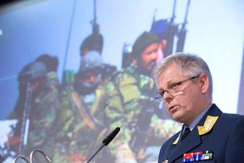 AVVISER: Sjef for etterretningstjenesten, generalløytnant Morten Haga Lunde, aviser det som kommer frem i artikkelen til Aldri mer om simulert angrep fra Russland på Svalbard.