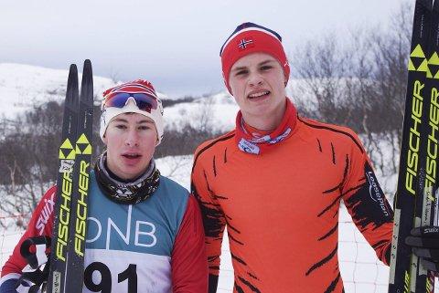 HAKKET KVIKKERE: Vadsø skiklubbs Sander Rosanoff (venstre) trakk det lengste strået i kampen mot rivalen Sindre Rognmo Johansen fra KOS, under KOS-rennet lørdag. I sprinten fredag var rollene byttet om.