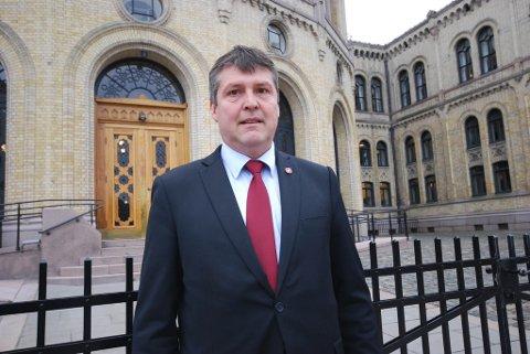 FULL STØTTE: Bengt Rune Strifeldt (Frp) lover full støtte i Stortinget hvis Ap sentralt følger Tana Aps ønsker om et lokalt eier- og forvaltningsorgan. Frp vil ha FeFo ut og kommunene inn som eiere.