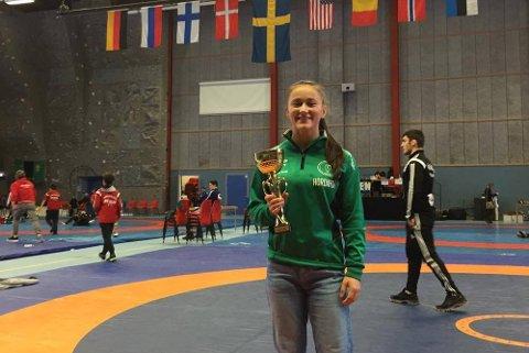 BRØT SEG TIL TOPPS: Ramona  Eriksen bryter for Atletklubben 1954 Vardø. Denne helgen deltok hun i Mäler cup i Sverige, der hun brøt seg til gull i 58 kilos-klassen.