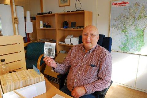 PÅ JAKT ETTER BILDER: Forfatter Trond Ballo er på jakt etter gamle bilder til boka hans om familier i Vadsø.
