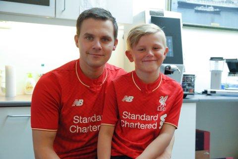 RØDE: Christer og Sander Johansen har begge forkjærlighet for Liverpool. Foto: Trond Ivar Lunga