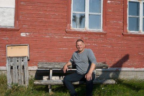 FORTSETTER MED NYTT AS: iFinnmark har tidligere omtalt at Stig Arnt Arvola ønsket å kjøpe Andersby skole for å restaurere den. Det gjorde han i 2018, og nå begynner ideen til bruk av området og ta ordentlig form.