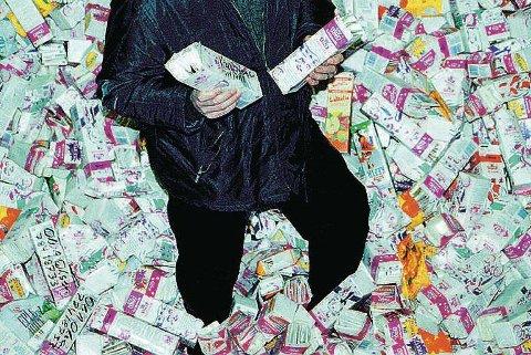 VINNER: En altaværing får et pent beløp inn på konto etter mange års innsats. Illustrasjon.