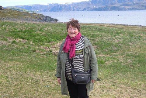TRIST LESNING: Kristen Isaksen i Leve synes det er trist å se at selvmordstatistikken fortsetter å øke i Norge. Hun mener kommuner kan gjøre mer for å forebygge selvmord. Bildet er tatt ved en annen anledning.