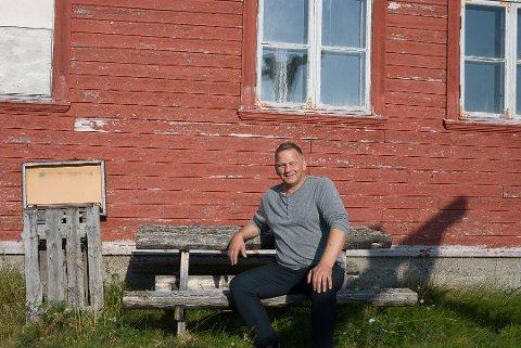 KLAR FOR FESTIVAL: Stig Arvola forteller at ølet «kvenbrygget» fra Vadsø mest sannsynlig er klart til festivalen.