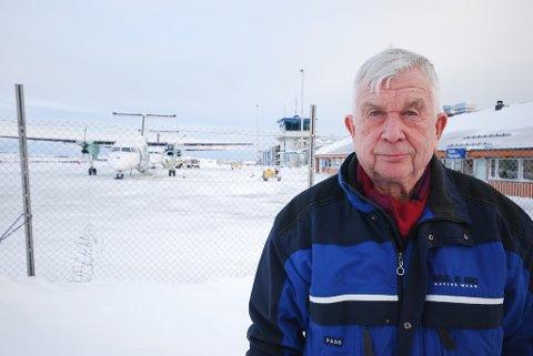 RAMMER SMÅFLYPLASSENE: Svein Oluf Lillevik mener høye flypriser gjør at folk unngår å bruke småflyplassene. I stedet kjører man samlet i bil til nærmeste stamflyplass.