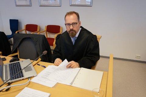 ØNSKER FENGSELSSTRAFF: Aktor Tor Børge Nordmo har lagt ned påstand om ubetinget fengelsstraff for mannen i 60-årene som skal ha begått seksuelle overgrep mot sin egen datter.