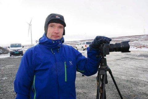 GRATIS BILDEBANK: Bjarne Riesto er en kjent fotograf fra Vadsø. Han sier det er gøy kommunen engasjerer, men at slike fotokonkurranser arrangeres for at arrangøren skal sitte på en gratis bildebank.
