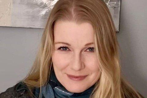 FANT KJÆRLIGHETEN PÅ JULEBORD: Kristin Mørch har i mange år vært en drivkraft for bygda Dyfjord. Nå flytter hun sørover sammen med kjæresten sin.