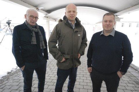 OPPLÆRING: Sp-leder og melkebonde Trygve Slagsvold Vedum fikk lære mye om norsk fiskeripolitikk av leder Arne Pedersen i Norges Kystfiskarlag og ordfører Ronald Wærnes (Sp) i Båtsfjord. Begge er de svært kritiske til politikken som føres.
