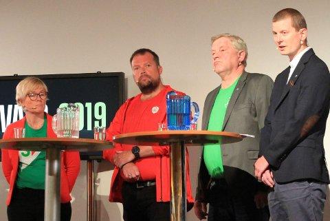 UENIGE OM HAVN: Under iFinnmarks paneldebatt i Berlevåg før valget, var Ap og Høyre dypt uenige om deler av havnesatsingen. Men etter valget inngikk de likevel samarbeidsavtale. Fra venstre  Anne A. Johnsen (SV), Rolf Laupstad (Ap), Frank-Tore Nygård (Sp) og Svein Johan Kalvik (H).