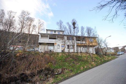 BUDKRIG: Breilia 69 og 69 A ble solgt for 600.000 kroner over takst i Hammerfest.