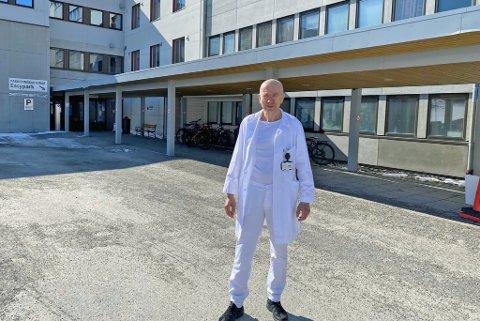 ØKT BEMANNING: - Både ledelse og ansatte er innstilt på å gjøre så godt vi kan for å ta igjen etterslepet, sier overlege Thoralf Enge som også forteller at bemanningen er økt.