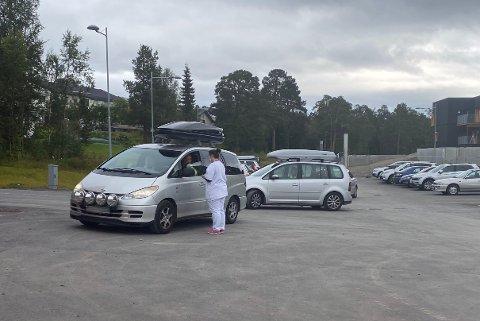 MÅTTE SNU: Fredag formiddag måtte flere som hadde fått beskjed om å komme tilbake å teste seg for korona på nytt snu etter at testene hadde blitt funnet.